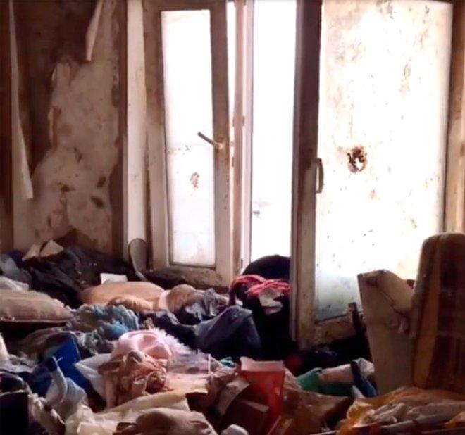 Terk Edilmiş Çöp Binadan Skandal Çıktı! 5 Yaşındaki Kızını Hamam Böcekleriyle Ölüme Terk Etti