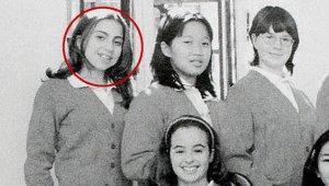 Fotoğraftaki Kurdeleli Genç Kız, Şimdilerde Milyonların Tanıdığı Bir Yıldız!