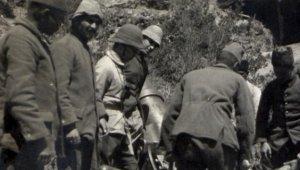 Savaşa Katılmak İçin Erkek Kılığına Girdi, Ordunun Cephanesini Montunda Sakladı!
