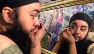 Genç Kız, Sakallarını Uzatma Kararı Alarak, 'Beni Böyle Kabul Edin' Dedi