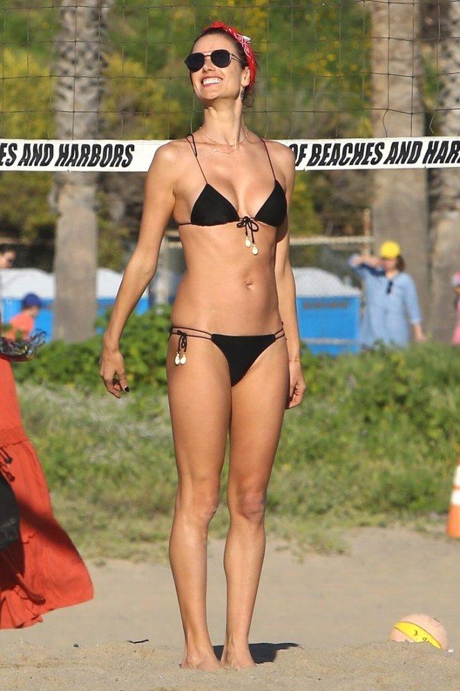 Victoria's Secret'ın Eski Meleği, Yine Çok Cesur!