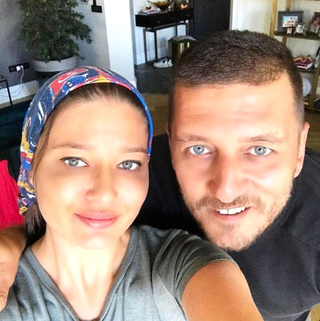 Ata Demirer'in Bir de Kardeşini Görün! İkizi Gibi