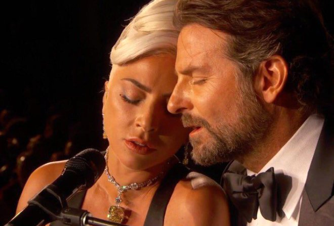 Oscar Romantizmi Umrunda Değil! Cesur Pozlarıyla Mest Ediyor
