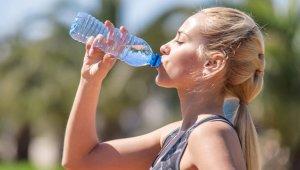Uzmanlar Uyarıyor: Fazla Su Tüketimi Ölüme Yol Açabilir!
