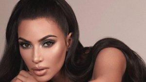 Kim Kardashian Kapak Fotoğraflarıyla Hayal Kırıklığına Uğrattı!