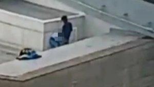 Sarhoş Çift, Alışveriş Merkezinin Çatısında Cinsel İlişkiye Girerken Fena Yakalandı!