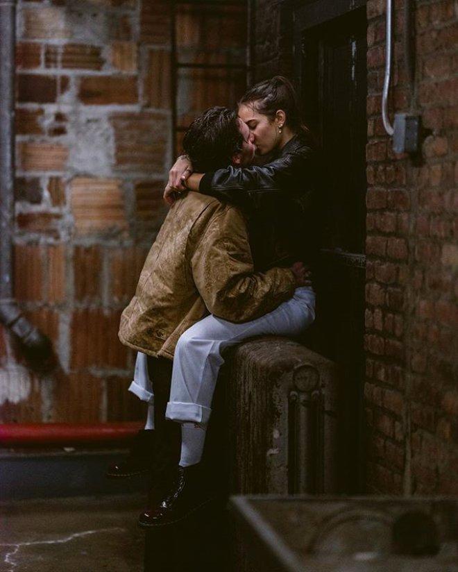 David Beckham'ın Oğlu Aşka Geldi! Herkesin Ortasında Sevgilisini Öpücüklere Boğdu