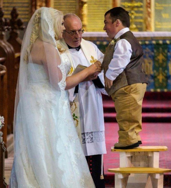 Düğününde Tabureye Çıkmıştı, İngiltere'nin En Kısa Adamı, Baba Oldu!