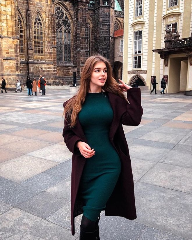 Rusya Güzelini Seçti! Bir Bakan Bir Daha Bakıyor