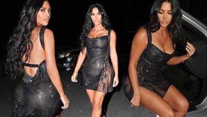Kim Kardashian, Transparan Kıyafetiyle Görenleri Şaşı Etti!