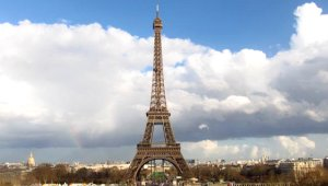 Uçma Hayaliyle Eyfel Kulesi'nden Atlayan Terzi, Feci Şekilde Can Verdi!