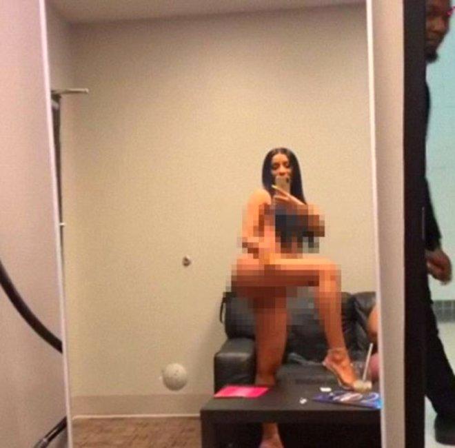 Ünlü Şarkıcının Çıplak Videosu Sosyal Medyayı Salladı!