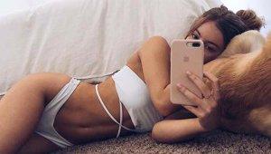 Ünlü Instagram Fenomeni, Kalçasının Gerçek Olduğunu Kanıtlamak İçin Akla Zarar Bir Yol Seçti!