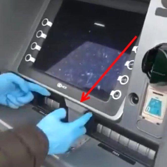 ATM ekranının hemen altındaki bu parça aslında başlı başına tehlikenin ta kendisi!