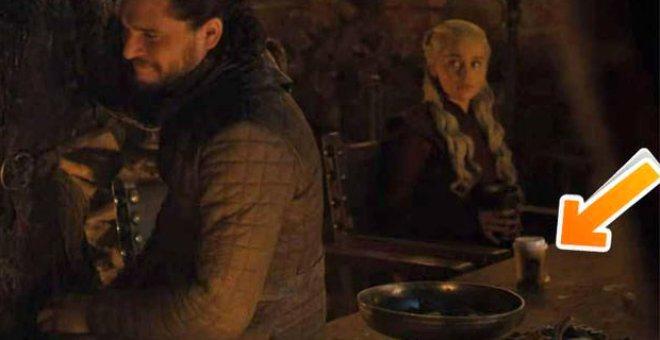 Game Of Thrones'ta Unutulan Starbucks Bardağı Sosyal Medyayı Kırdı Geçirdi!