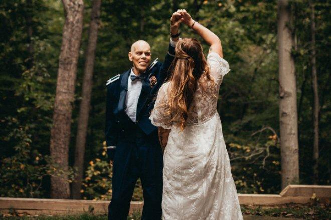 Düğün Fotoğraflarını Nişanlısı Yerine Babasıyla Çektirdi, Sebebi Yürek Dağladı