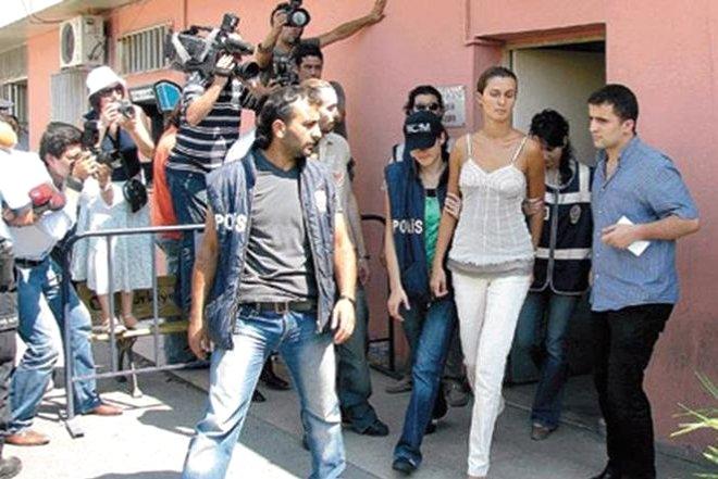 Hakime Hakaret ve Gazeteciye Saldırıdan 2 Kez Hapse Girdi! İşte Yolu Cezaevinden Geçen Ünlüler