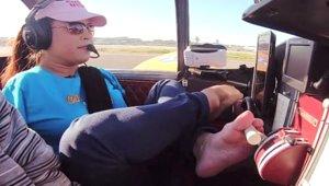 Doğuştan Elleri Olmayan Kadın Ayakları ile Uçak Kullanan İlk Pilot Oldu!