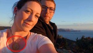 1 yıl boyunca boynunda taşıdığı kolyenin içinden çıkanı görünce neye uğradığını şaşırdı!
