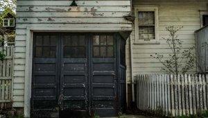 Satın aldığı evin garajından çıkan şeyi görünce şaşkına döndü!