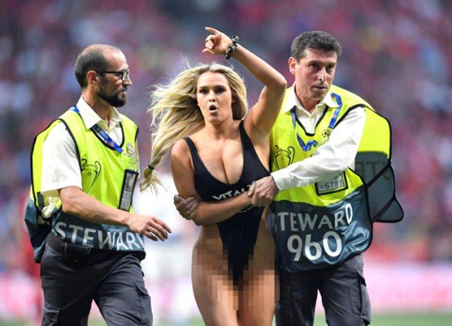 Sahaya mayoyla atlayan Wolanski'den itiraf: Liverpoollu futbolcular flörtleşmek istedi