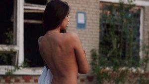 Çernobil'de iç çamaşırlı pozuyla skandala imza atmıştı, tepkilere üstsüz fotoğrafla cevap verdi