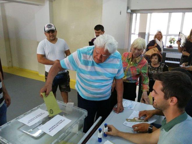 Ünlü oyuncunun seçim isyanı: Umarım her ay sandığa gidip oy vermek durumunda kalmayız