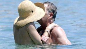 Güzel oyuncu 34 yaş büyük nişanlısıyla ön balayında! Mykonos'ta aşka geldiler