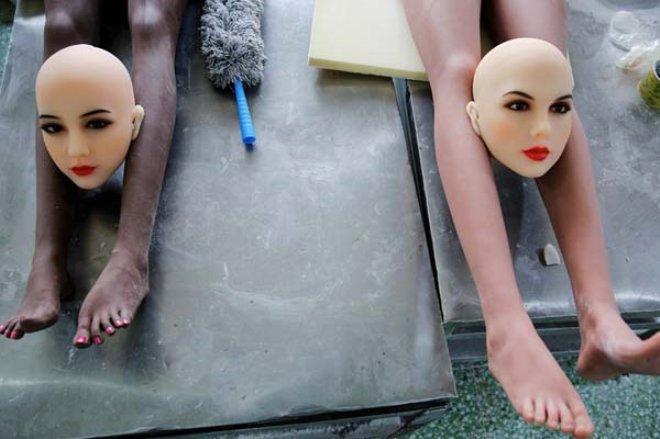 Cinsel ilişki robotlarının üretildiği fabrika, görenleri şaşkına çeviriyor!