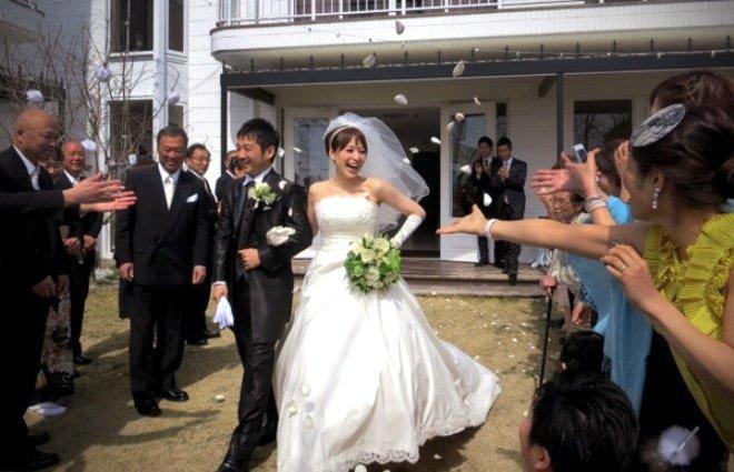 Burada kadınlar erkeklerle evlenebilmek için başlık parası ödüyor!