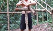 Ormanın ortasında hiçbir teknolojik alet kullanmadan yaptığı ev ile şoke etti!