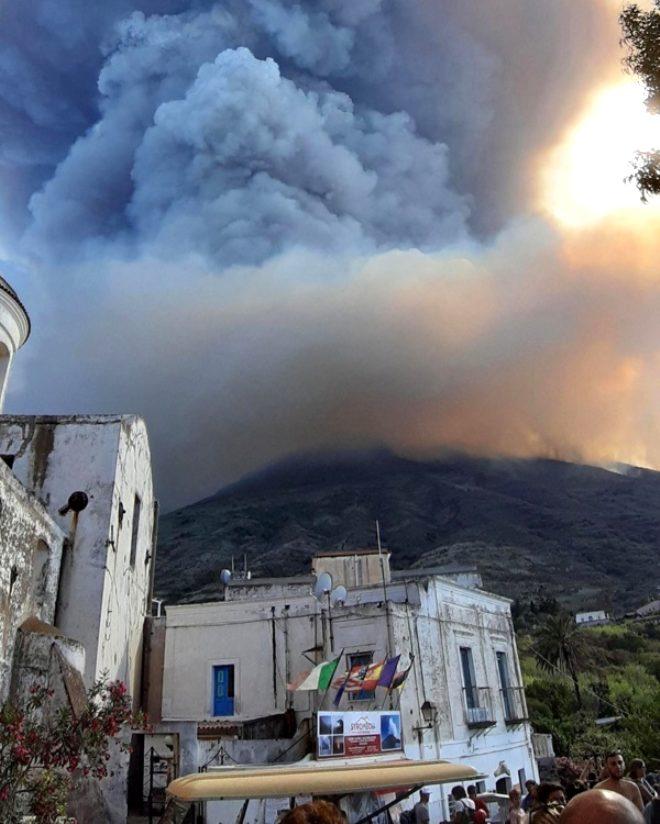 Yerleşim yerinde bulunan yanardağ aktif hale geldi! 1 kişi hayatını kaybetti