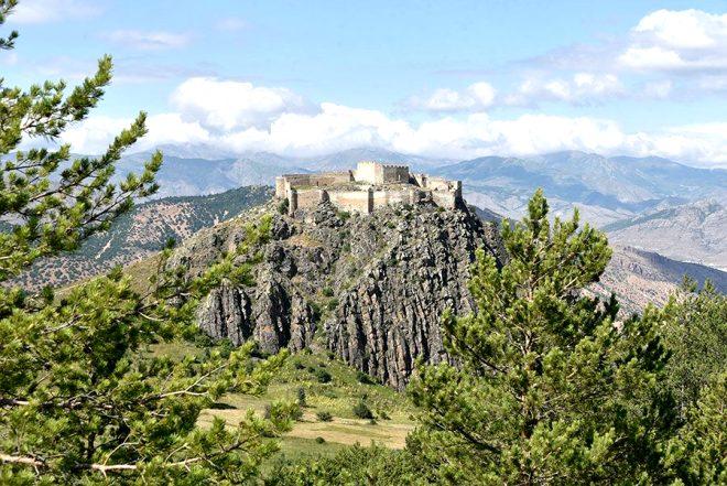 658 yıllık kaleyi gören yurt dışı sanıyor ama burası Türkiye!