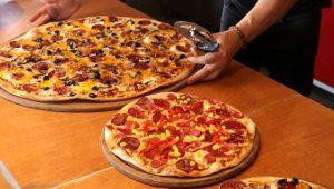 Bu pizzayı bitiren çeyrek altını götürüyor!
