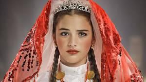 Küçük Gelin dizisinin Zehra'sı şimdilerde güzeller güzeli bir genç kız oldu!