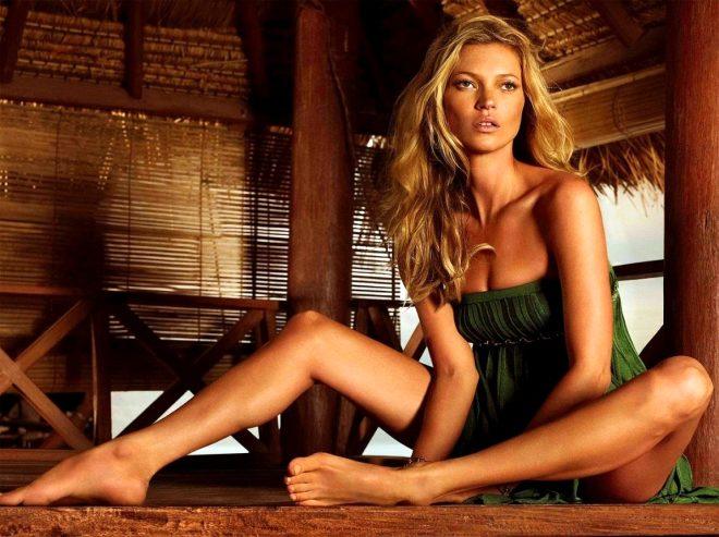 45'lik model, gri bikinisiyle genç kızlara taş çıkarttı!