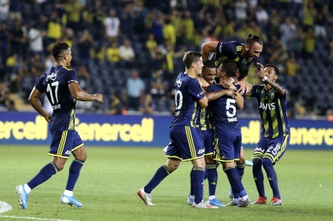 Fenerbahçe-Cagliari maçında dikkat çeken detay! Bir bakan bir daha baktı