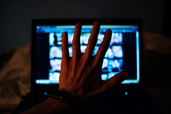 İnternet kullanıcıları için büyük tehlike! Bir anda cinsel içerikli film yıldızı olabilirsiniz