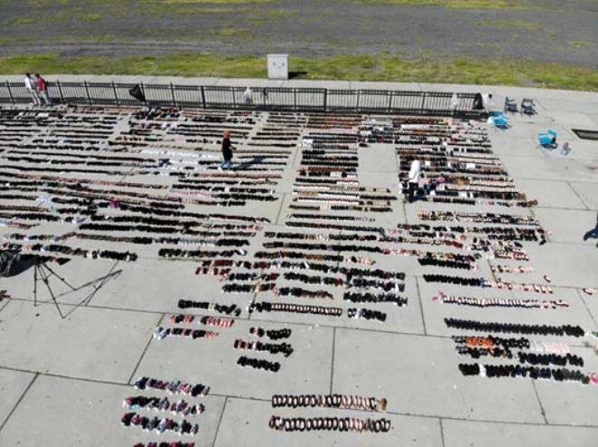 Eminönü esnafı yaralarını sarmaya devam ediyor! Selden zarar gören binlerce ayakkabı Yenikapı'da kurumaya bırakıldı