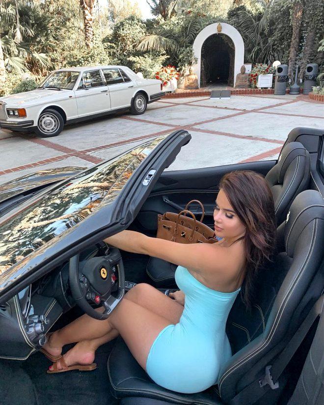 Rus Kim Kardashian, Instagram paylaşımlarıyla servetine servet katıyor!