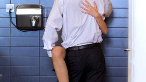 Umumi tuvalette cinsel ilişkiye girenler yandı! Bu uygulama rezil rüsva ediyor