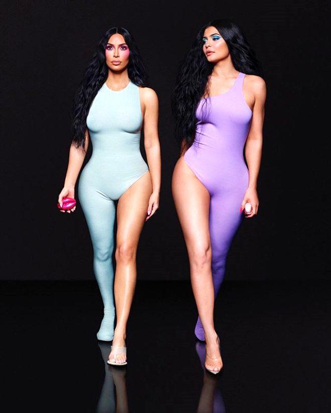 Kim Kardashian'ın 6 parmağı olduğunu gören şoke oluyor!