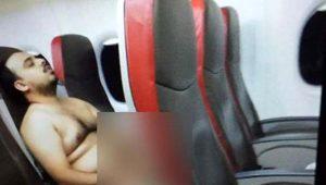 Uçakta mide bulandıran olay! Yolculara aldırmadan kendini tatmin etti