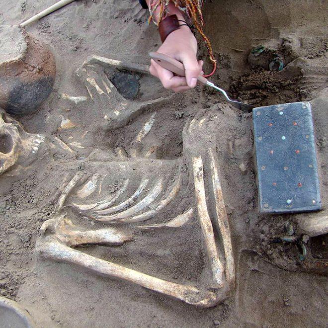 2 bin 100 yıllık mezardan çıkan şey, arkeologları şaşkına çevirdi!