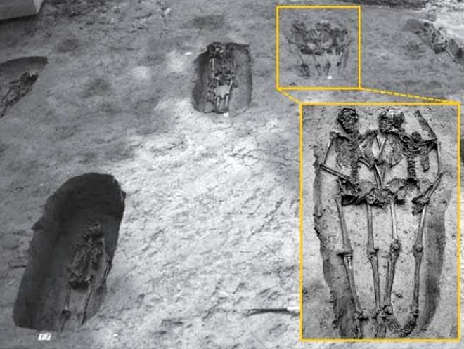 El ele tutuşmuş halde bulunmuşlardı! İskeletlerin sırrı ortaya çıktı