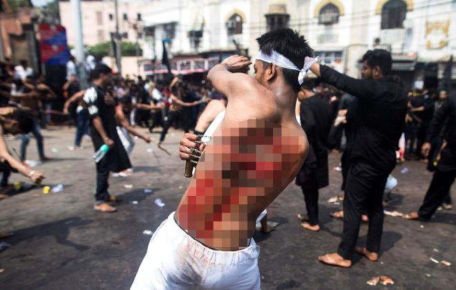 Kerbela'da kanlı matem! Binlerce Şii Müslüman, meydanlarda kendini kamçıladı!