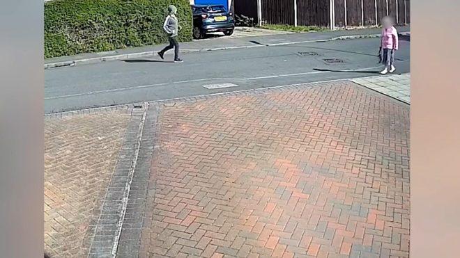 Yaşlı kadının çantasını çalarken kolunu kırdı!