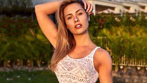 Serdar'dan boşanan Chloe Loughnan, bikinili pozuyla takipçilerini mest etti!