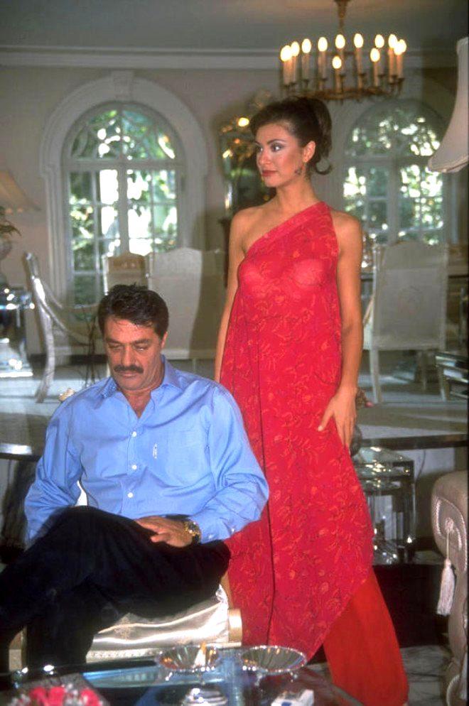Otel odasında tek gecelik ilişki yaşayan ünlü oyuncuya şantaj şoku!