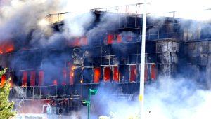 Alevler tüm binayı sardı! İşte Tuzla'daki fabrika yangınından korkunç kareler